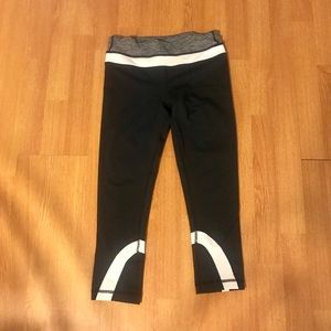 Lululemon crop black and white leggings